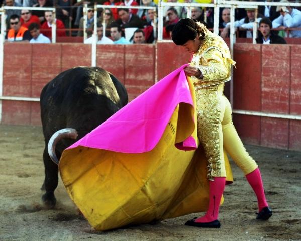 Javier Solís se gustó en el saludo a la verónica en su primero.