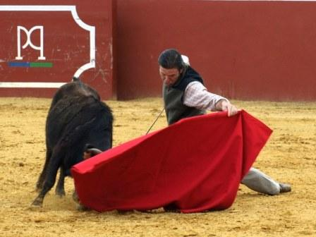 Antonio Muñoz, gustándose por bajo.