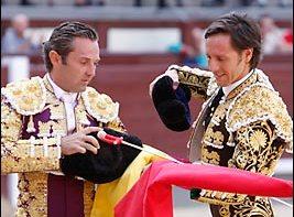 Ceremonia de confirmación. Entrega de trastos. (FOTO:Juan Pelegrín/Las-Ventas.com)