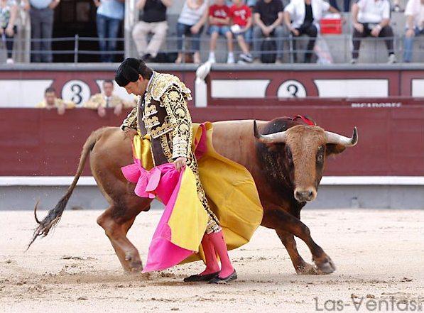 Ajuste en la chicuelina, ceñida...(FOTO:Juan Pelegrín/Las-Ventas.com)