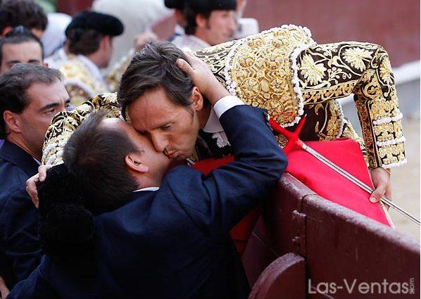 Los esfuerzos y desvelos recompensados en un brindis. (FOTO:Juan Pelegrín/Las-Ventas.com)