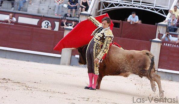 Disposición y compromiso en el pase cambiado. (FOTO:Juan Pelegrín/Las-Ventas.com)