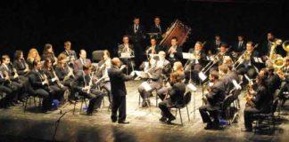 Momento de la actuación de la Filarmónica de Olivenza en Almendralejo. (FOTO:Fco. Javier Campos)