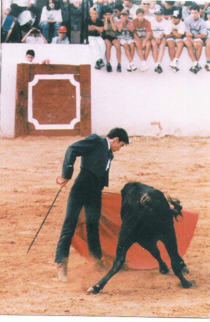 El día de su debut en público, en la plaza de Valverde del Camino. (FOTO: Cedida por el torero)