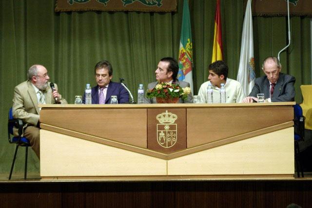 La mesa al completo: Eduardo Oliva, Luis Reina, Ortega Cano, Rafael Cerro y Santiago Carrasco.