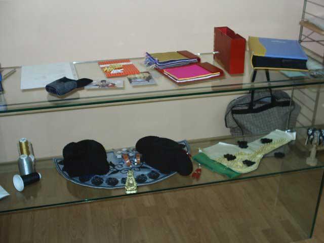 Muestra de algunos de los materiales de la sastrería de Pedro Escolar.