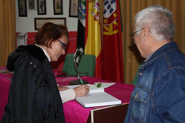 Como esta señora que desde Palencia se ha desplazado para su visita.