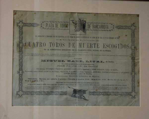 Cartel de la inauguración en 1891 de la plaza de Barcarrota.