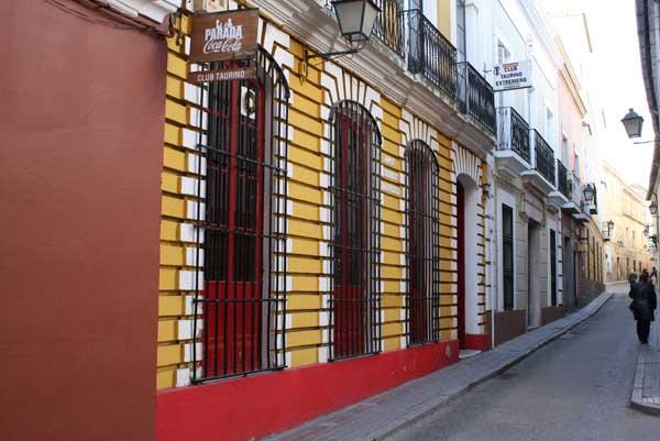 La fachada del Club Taurino Extremeño en la calle López Prudencio, nº 8 de Badajoz.