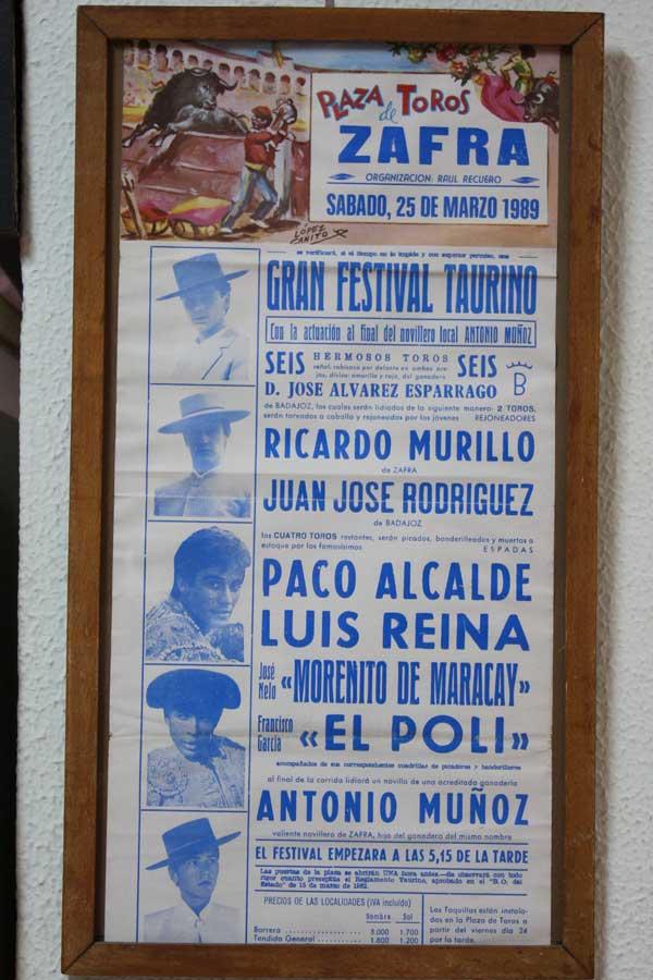 ...misma plaza, un cartel más reciente, de 1989.
