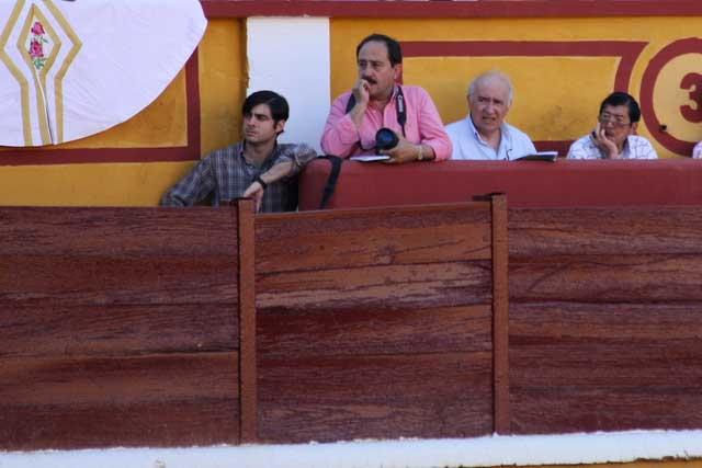Juan Ángel en la pasada feria de Badajoz tomando notas para su crónica en HOY. (FOTO: Gallardo)