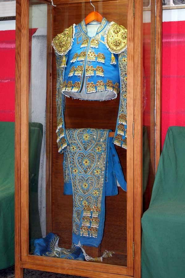 Azul y oro, donado por Israel Lancho.