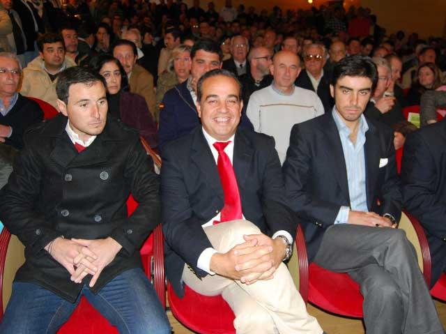 El empresario pacense Joaquín Domínguez orgulloso de la acogida de los carteles.