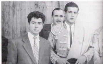 Un joven Fernando Masedo junto al maestro Antonio Ordóñez (FOTO del libro Cerro de San Albín)