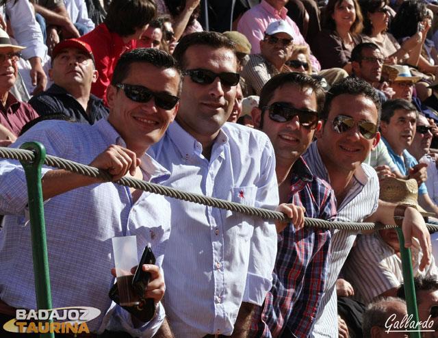 Desde Valencia del Ventoso vinieron estos aficionados a ver los toros.