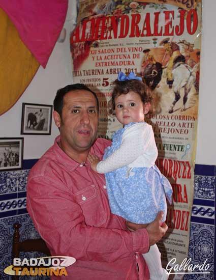 Moreno, del Puerta Grande, con su hija Lucía.