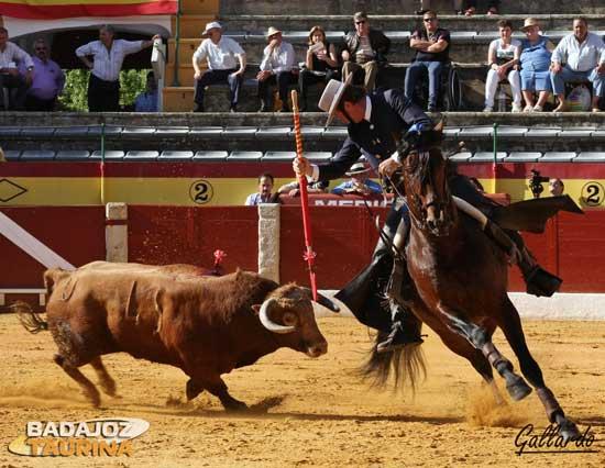 Bohórquez girando con 'Gallito'.