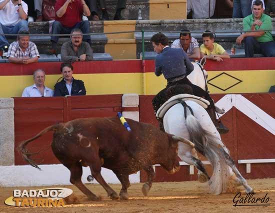 Trincherazo a caballo de Leonardo Hernández. (FOTO:Gallardo)
