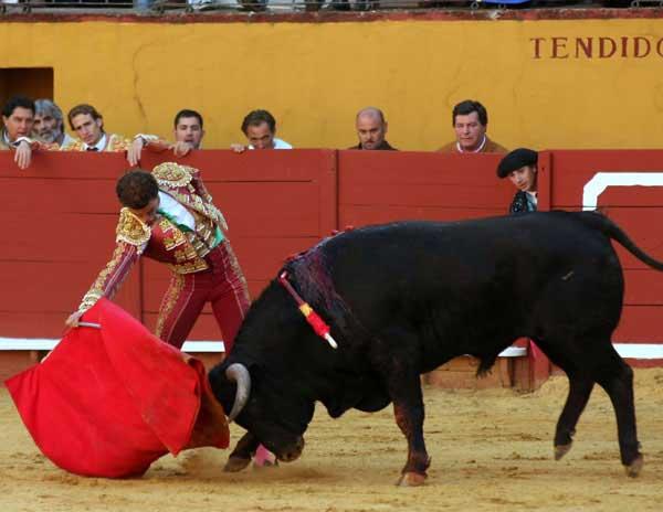 Jaime Martínez dando un derechazo sentido. (FOTO: Gallardo)