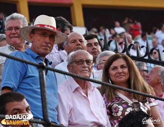Antonio Isla junto a los suyos...y en los toros