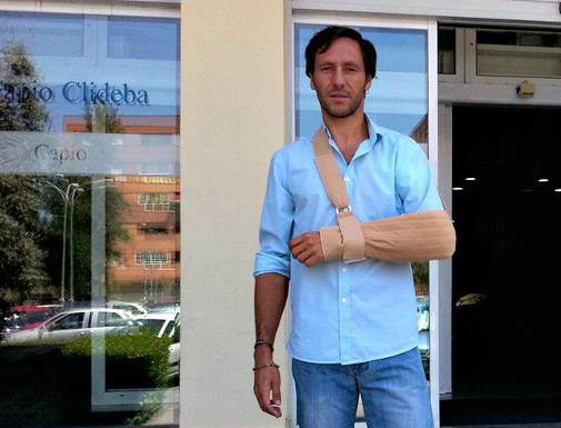 Javier Solís a la salida de Clideba con el alta médica. (FOTO:Burladero.com)