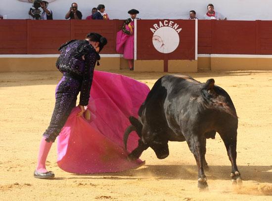 El Zorro lanceando a su primero.