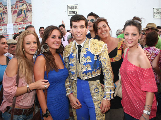 El traje que le regaló Rivera Ordóñez no ha olvidado el reclamo...