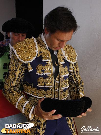 Últimas plegarias de Solís antes de liarse.