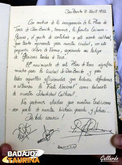Libro de firmas que regaló a la plaza la familia de Pedro Chimeno