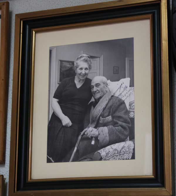 La famosa foto del Papa Negro y su esposa que emocionó a su hijo Ángel Luis. (FOTO: Gallardo)