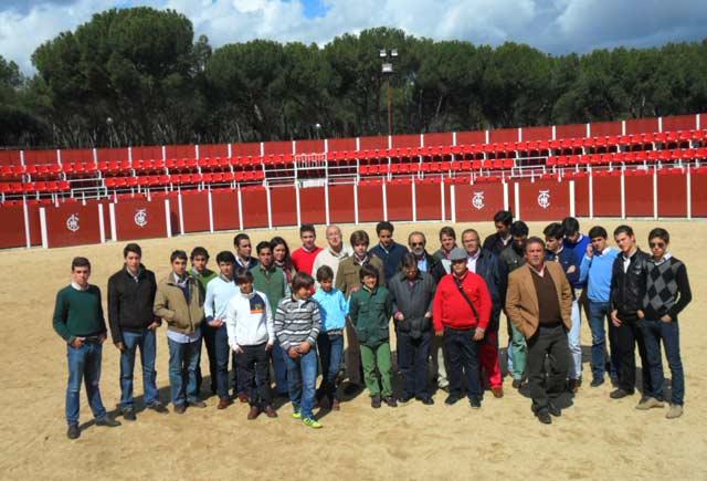 Alumnos y profesores en las instalaciones de la Venta del Batán (FOTO: CEDIDA)