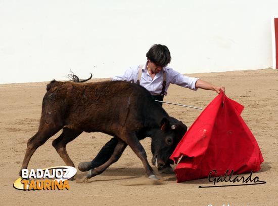 Javier Moreno con una de las vacas.