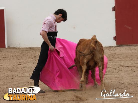 Juan Carlos Carballo ciñéndose a la verónica.