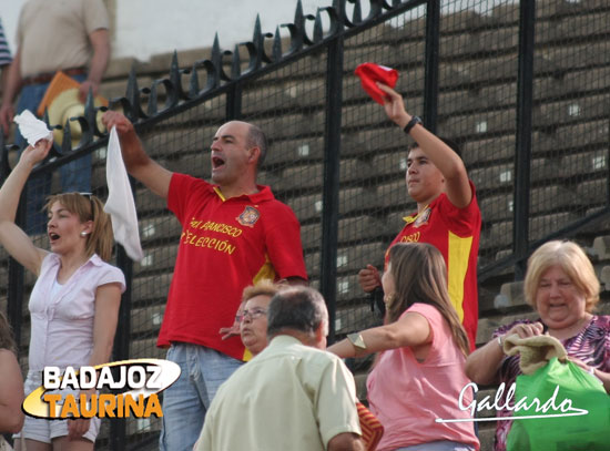 ¡Venga esa oreja que está jugando España!