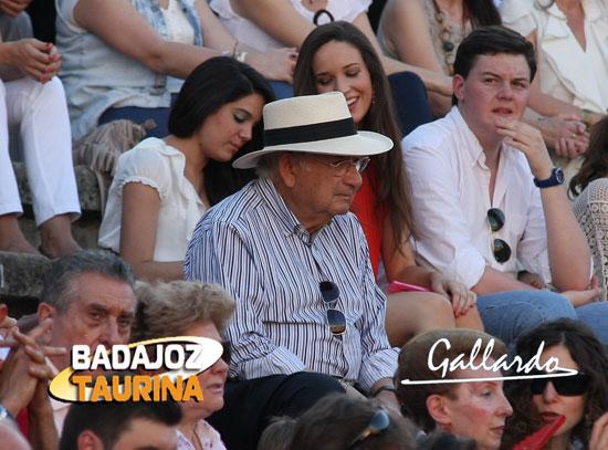 Curro Villanueva siempre apoyando a la fiesta.