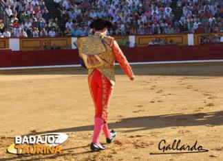 Paseíllo en solitario de Antonio Ferrera en Badajoz. (FOTO: Gallardo)