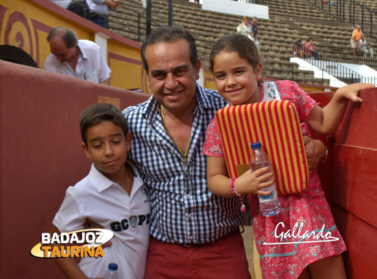 El empresario Joaquín Domínguez con sus hijos.