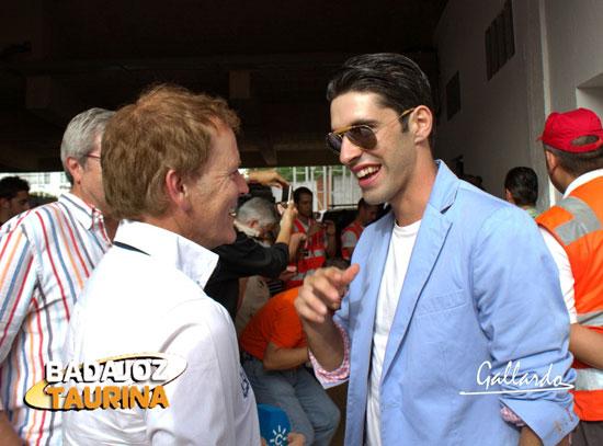 Enrique Romero charlando con Talavante.