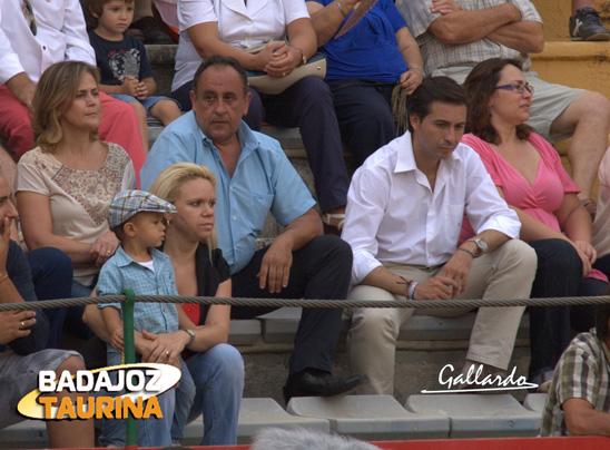 Diego Romale, bodeguero mayor de las fiestas de La Piedad junto al concejal de asuntos taurinos.