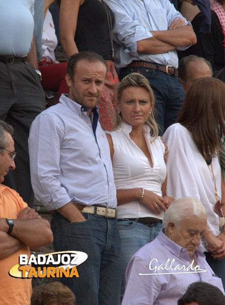 El alcalde de Almendralejo y señora.