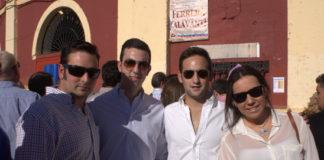 Jóvenes venidos de Valencia del Ventoso al reclamo del cartel