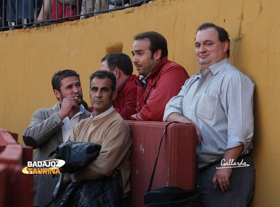 Santi Román y Pepe Sevilla pendientes del pajarito.