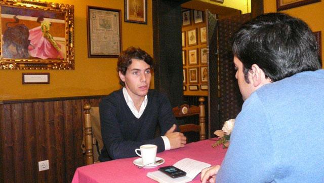 Un momento de la entrevista. (FOTO: Gª de Elexalde)