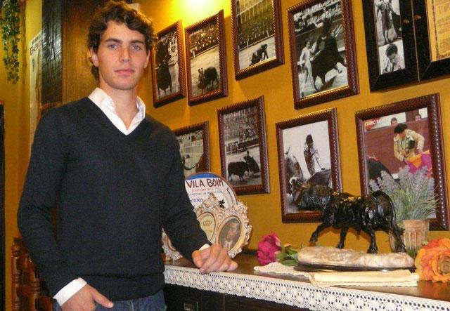 Manuel rodeado de historia taurina. (FOTO:Gª de Elexalde)