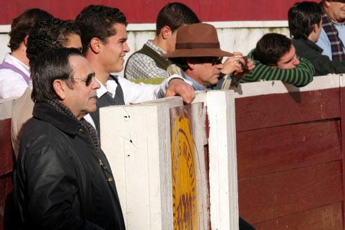 Antoñete dando indicaciones en un tentadero en Zafra. (FOTO: Gallardo)