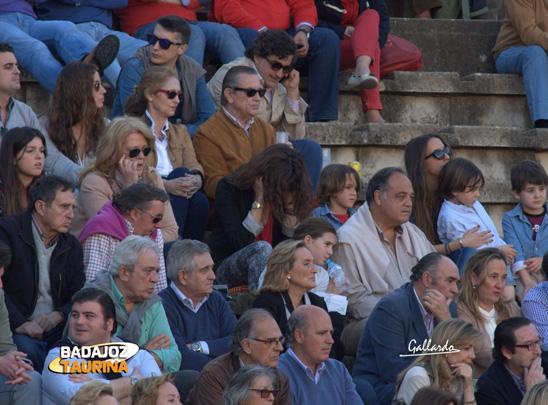 La madre de Posada no quiere mirar la suerte suprema. Más arriba, el abogado José Carlos Ruiz.