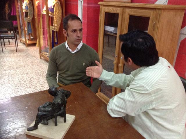 Durante su entrevista en el museo del Club Taurino Badajoz