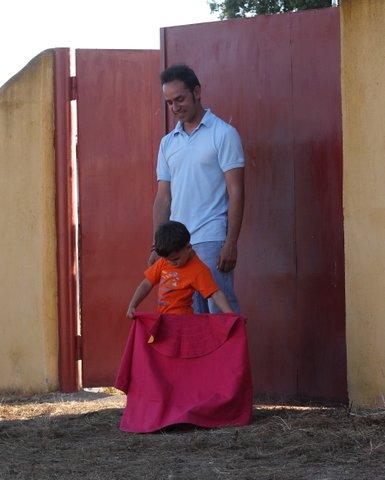 Javier Valdeoro junto a su hijo: inspirador de sueños. (FOTO: Gallardo)