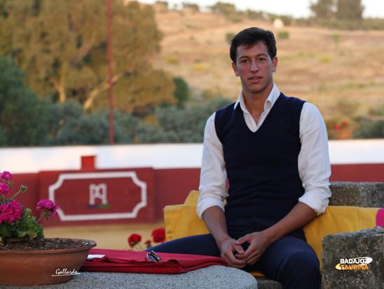 Miguel A. Silva en el marco incomparable de Doña Elvira.(FOTO: Gallardo)