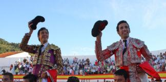 David de Miranda y Miguel Ángel Silva saliendo a hombros